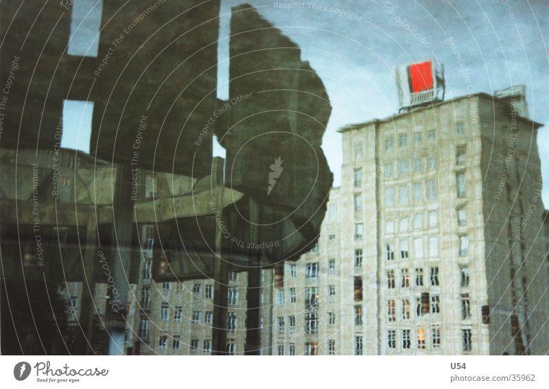 Reflexion #2 Wasser Himmel Wolken Berlin Gebäude Architektur Brunnen