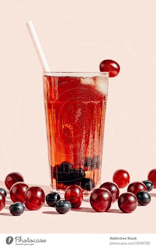 Traubensaft im Glas Saft Frucht Erfrischung reif Vitamin Getränk geschmackvoll gesunde Ernährung lecker organisch süß Gesundheit natürlich trinken Diät