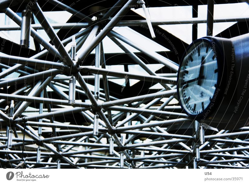 Es wird Zeit.. Stahl Uhr Termin & Datum Abheben Verspätung obskur Gitter. Metall Eile Flughafen