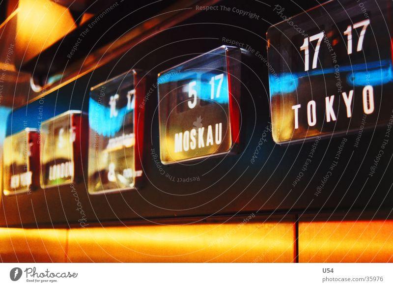 Weltzeit Uhr Zeitzonen Termin & Datum Jetlag Reflexion & Spiegelung digital Digitaluhr Ziffern & Zahlen