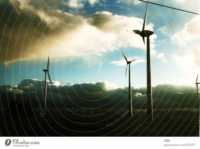 morgenstund #2 Elektrizität Windkraftanlage Wolken Sonnenaufgang Energiewirtschaft Himmel Kraft