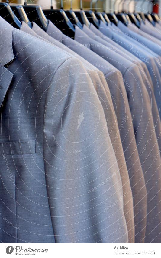 Haute Couture | von der Stange Lifestyle Mode Stil elegant grau Bekleidung Stoff Modenschau Modebranche Kleiderschrank Kleiderständer Anzug hängen kaufen schick