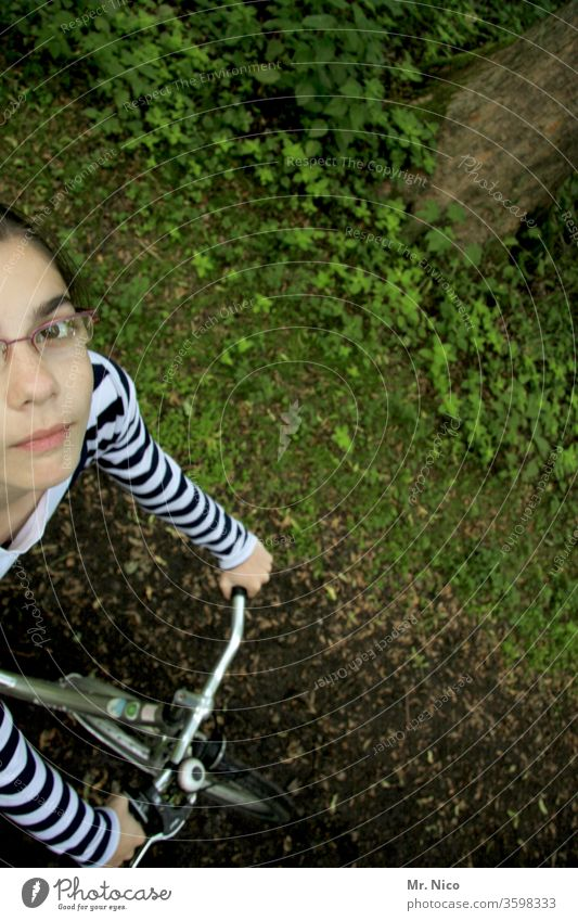 Radtour Radfahren Fahrrad Fahrradfahren Sport Wege & Pfade feldweg Vogelperspektive Freizeit & Hobby Natur Mädchen Blick nach oben Fahrradlenker Fahrradtour