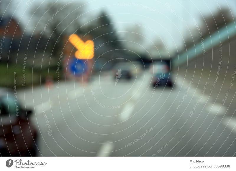 Achtung Baustelle ! Straße Verkehrswege Straßenverkehr Verkehrszeichen Schilder & Markierungen Hinweisschild Wege & Pfade Autofahren Pfeil Verkehrsschild