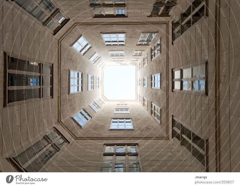 Tunnelblick Gebäude Architektur Fassade Fenster groß hoch Perspektive Symmetrie Immobilienmarkt himmelwärts oben Fluchtpunkt Wien Farbfoto Außenaufnahme Muster