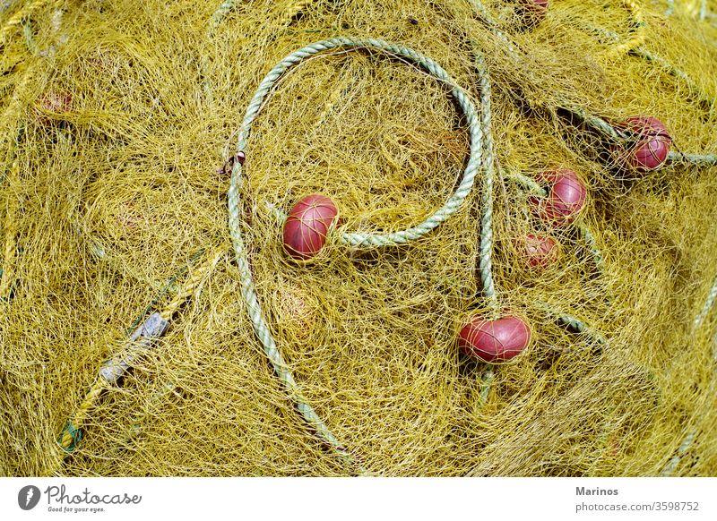 gelbes Netz zum Fischen mit Seil und roten Vorteilen Netze Hintergrund wirtschaftlich Netting Haufen Gerät Industrie ineinander greifen Netzstrümpfe Nylon Farbe