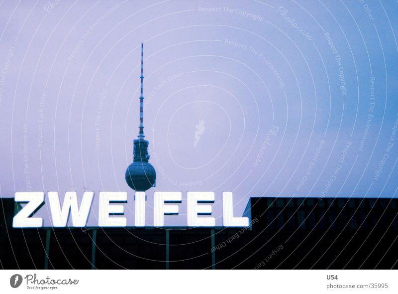 hmm... Palast der Republik Installationen Haus Architektur Berlin fersehturm Himmel Turm