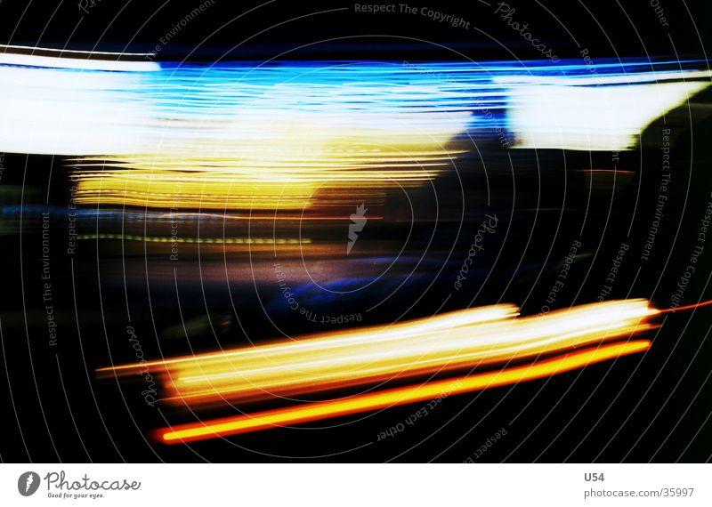 Light Way Langzeitbelichtung Nacht Licht diffus abstrakt obskur Straße Unschärfe