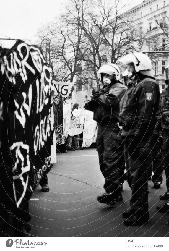 Yorck 59 #3 Menschengruppe Gewalt Polizist Aggression Hass Demonstration Vorderseite