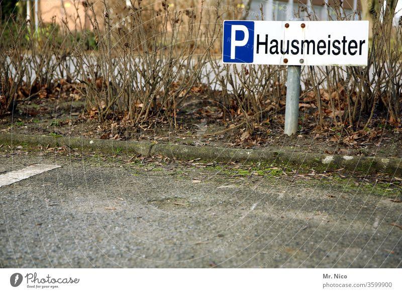 Reserviert ! Hausmeister Parkplatz Arbeit & Erwerbstätigkeit parken parken verboten Verkehr Hinweisschild Schilder & Markierungen privatparkplatz Parkschild