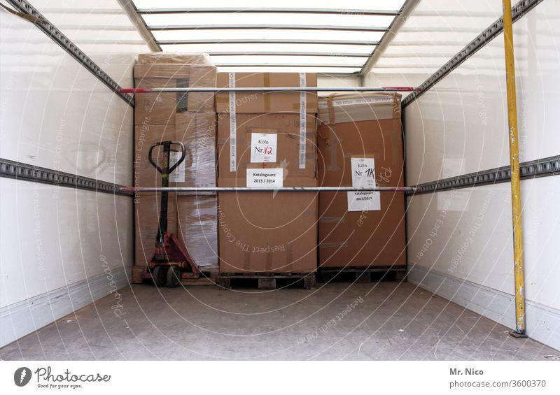 Transportsicherung lkw Lastwagen Güterverkehr & Logistik Ladung transport Hubwagen Paletten kartons Karton Kartonage Stückgut Spedition Sicherheit Ladefläche