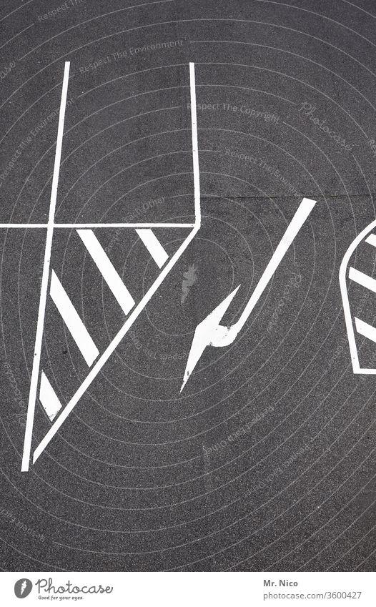 Wegweiser Straße Pfeil Wege & Pfade Ziel orientierungslos Vorschrift Verkehr grau zielstrebig Symbol Stadtverkehr Mobilität Straßenverkehrsordnung mobil Kurve