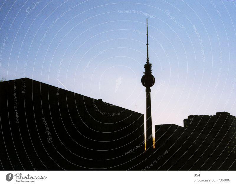 Profil Silhouette Haus Stimmung Physik Architektur Berlin Berliner Fernsehturm Abend Himmel Turm Sonne Wärme