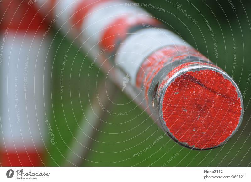 STOP Metall Schilder & Markierungen rot weiß Sicherheit Schutz Schranke stoppen Stoppschild Grenze Verbote Privatsphäre Privatweg rund kalt unfreundlich