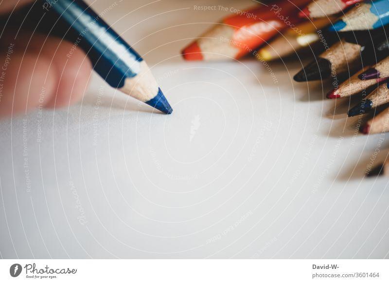 Stifte - malen Buntstifte farben farbenfroh kreativ Kreativität Blatt Zettel Textfreiraum Papier zeichnen Farbfoto Kunst Innenaufnahme Schreibstift bunt