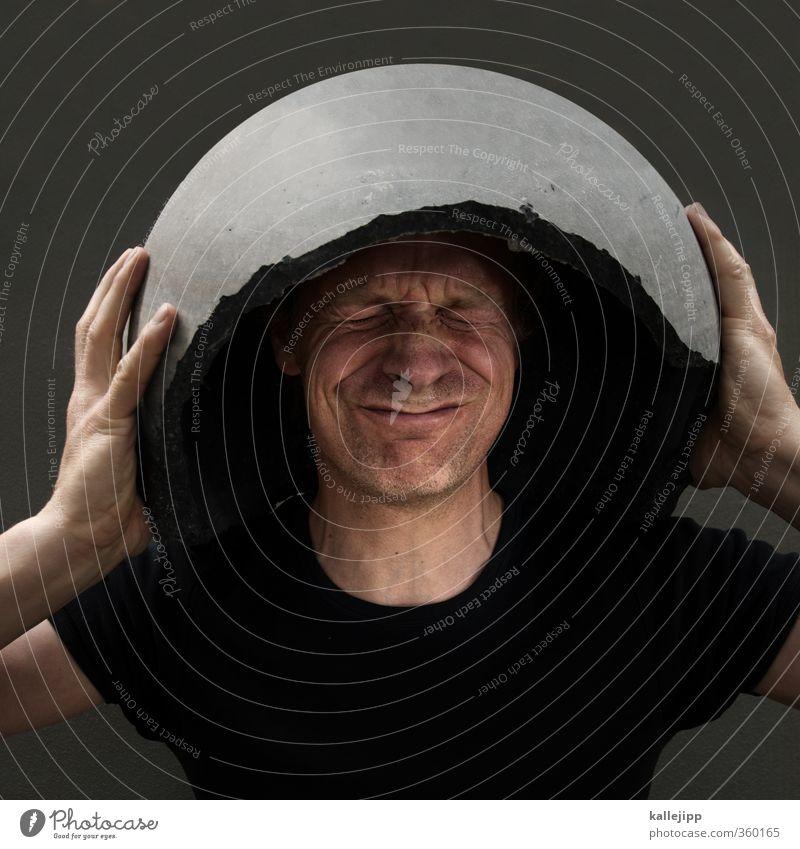betonkopf Mensch maskulin Mann Erwachsene Gesicht 1 Angst gefährlich Stress Schutz Helm helmpflicht Beton Bunker Farbfoto Außenaufnahme Licht Schatten Kontrast
