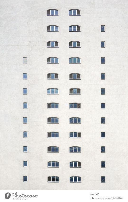 Hochstapler Kontor Wien Hafen Fenster Wand Fassade hoch groß Ordnung einheitlich alt historisch viel Alberner Hafen Außenaufnahme Gebäude Farbfoto Menschenleer