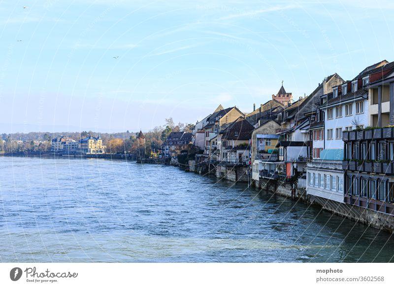 Gebäude am Rhein, Altstadt, Rheinfelden, Aargau Häuser aargau altstadt baden baden-württemberg deutschland fließen fluss grenze grenzfluss grenzverkehr herbst