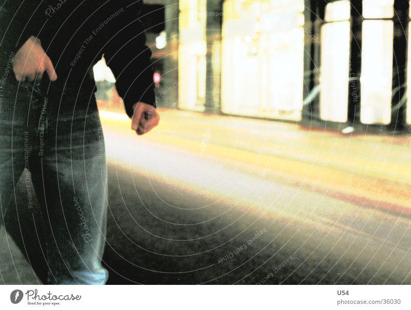 Straßenkind Mann Hand PKW gefährlich bedrohlich obskur Überfall