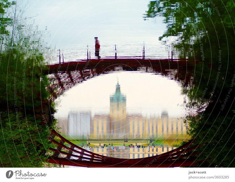 gespiegelte gusseiserne Brücke im Schlosspark Panorama (Aussicht) Sonnenlicht Reflexion & Spiegelung abstrakt Wege & Pfade Surrealismus historisch Erholung