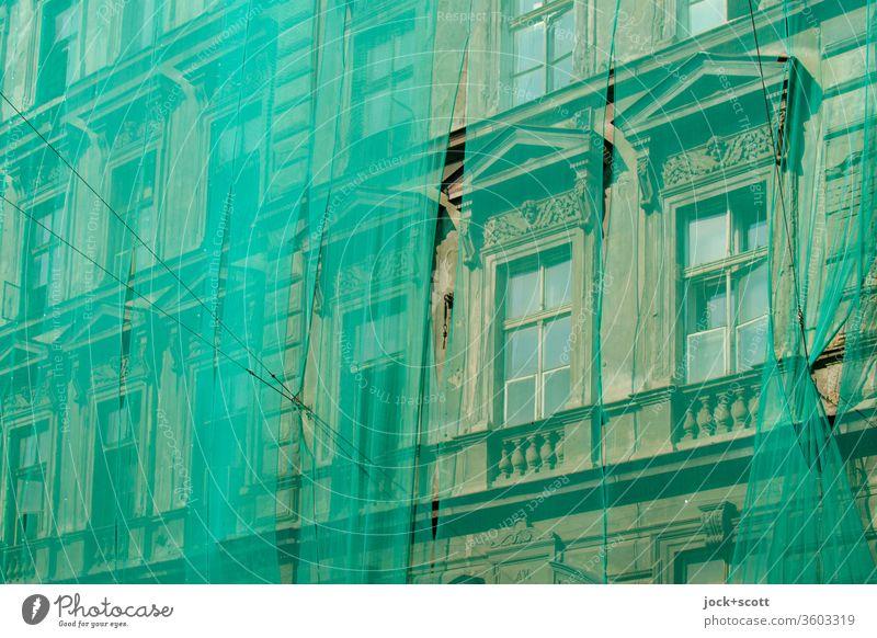 Alt_bausanierung Fassade Architektur Schutz Sicherheitsnetz Sanieren Stil historisch Fenster Altstadt Historismus Sanierung Altbausanierung grün Verzierung
