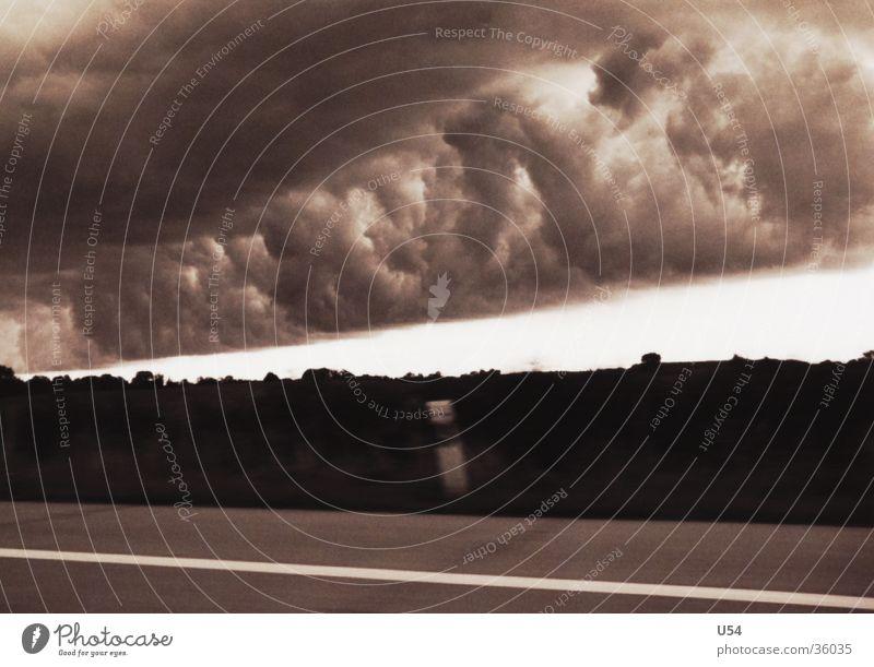 Wolken Autobahn Gewitter Himmel Regen Straße Flucht dominant