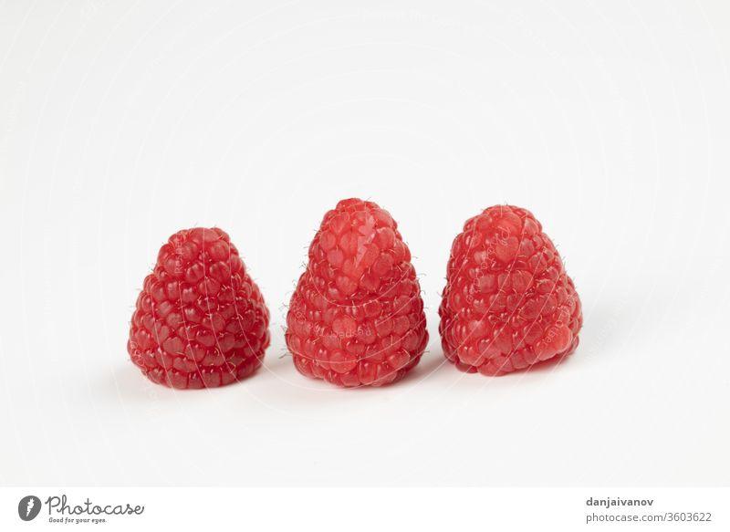 Himbeerfrüchte auf weißem Hintergrund Himbeeren Frucht Beeren Lebensmittel rot vereinzelt frisch reif Gesundheit süß saftig Dessert Diät lecker Früchte Frische