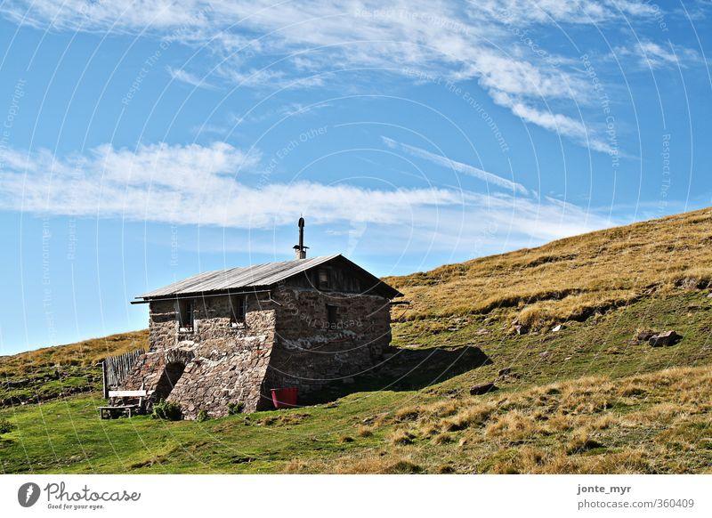 Einsam in Südtirol Himmel Natur Ferien & Urlaub & Reisen alt Sommer Einsamkeit Landschaft Wolken Berge u. Gebirge Wand Gras Freiheit Mauer Erde wandern