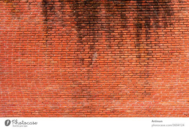 Orangefarbener Backstein-Wandtextur-Hintergrund. Hintergrund für Text. Konzept der Außenarchitektur. Abstrakter Hintergrund einer schmutzigen orangefarbenen Ziegelwand. Hintergrund für Konstruktion.