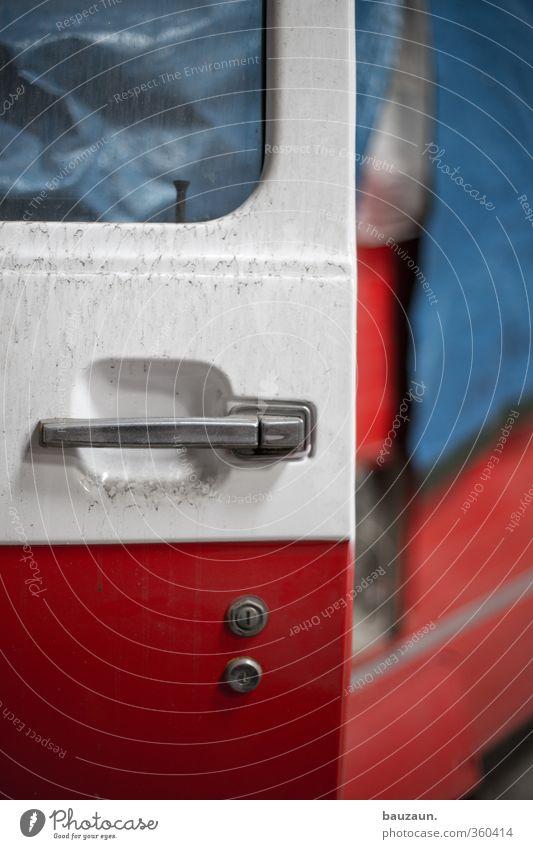autotür auf. Ferien & Urlaub & Reisen blau weiß rot Metall PKW Freizeit & Hobby dreckig Glas Abenteuer Vergänglichkeit einzigartig Autotür fahren Camping