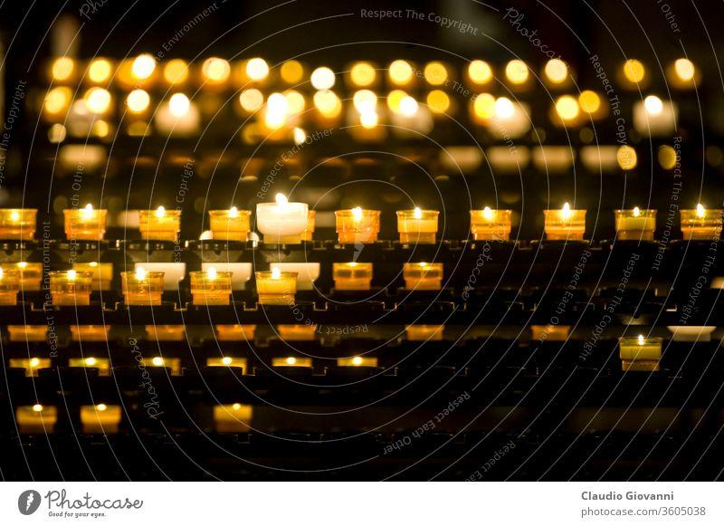 Straßburg - Kerzen in der Kathedrale Elsass Europa katholisch christian Kirche Farbe Detailaufnahme Frankreich Französisch horizontal im Innenbereich Lichter