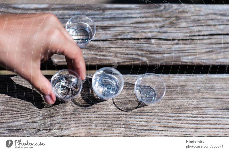 AST6 Inntal | Nehmt ... [200] Alkohol Spirituosen Glas Feste & Feiern Jubiläum Hand Finger 1 Mensch Holz genießen trinken Flüssigkeit frisch gut nass Klischee