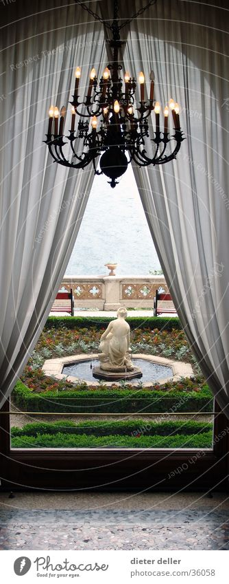 Schlossfenstergarten Architektur Vorhang edel Ambiente Garten Kronleuchter Schlossgarten