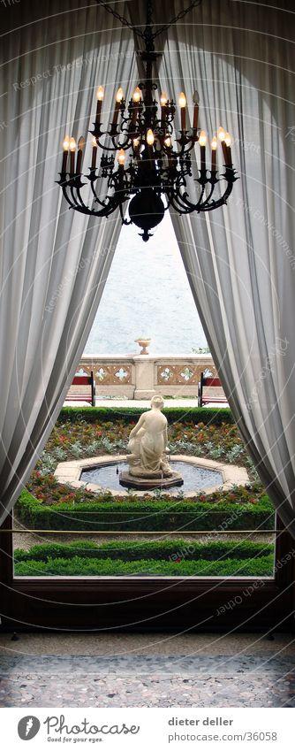 Schlossfenstergarten Kronleuchter Ambiente Vorhang Architektur Schlossgarten Schlossbrunnen aristokratisch edel