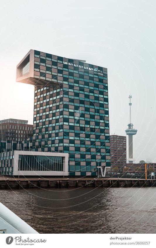Moderne Architektur in Rotterdam Starke Tiefenschärfe Kontrast Schatten Licht Tag Textfreiraum Mitte Textfreiraum links Menschenleer Textfreiraum unten