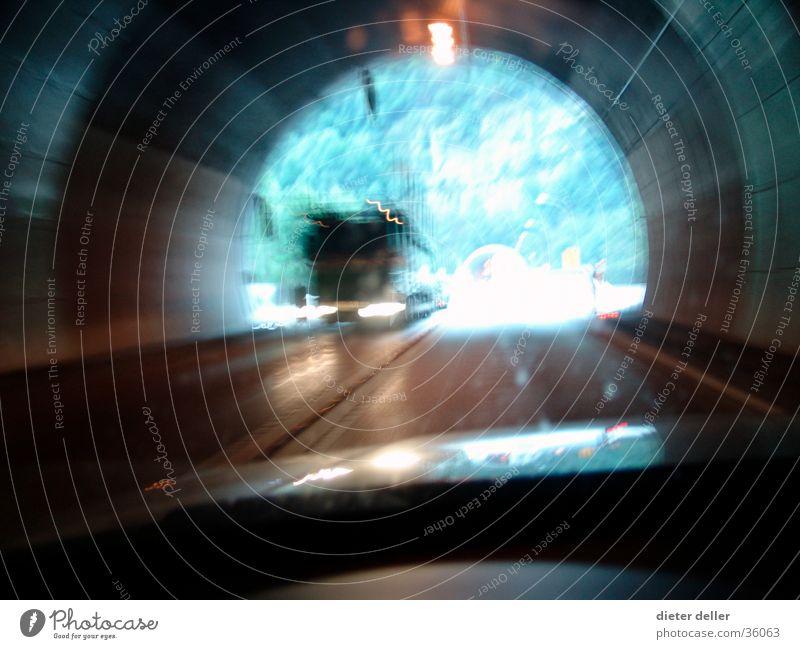 Tunnel Verkehr Geschwindigkeit Lastwagen Ausfahrt Windschutzscheibe Gegenverkehr