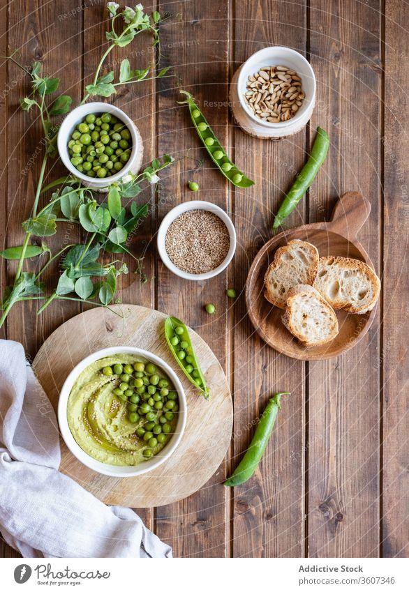 Hummus mit grüner Erbse und Brot Lebensmittel natürlich geschmackvoll Amuse-Gueule Anlasser dienen Bestandteil Koch frisch Ernährung Gesundheit lecker Küche