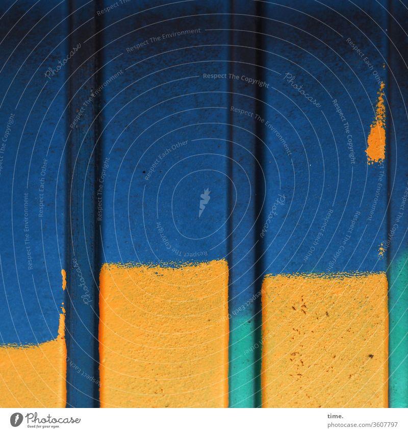 afglitscht alt Inspiration hart Oberfläche zeichen wand fleck container metall blech linien baustelle blau grün gelb unsauber
