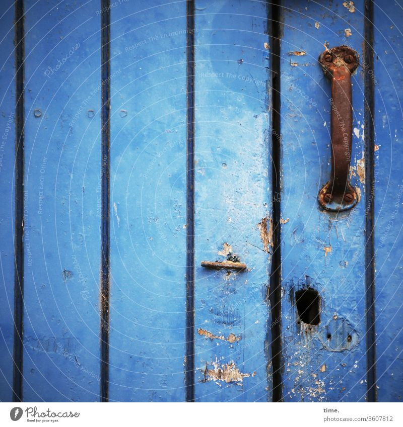 Lebenslinien #127 alt Inspiration hart Oberfläche zeichen fleck blech blau unsauber tür lack lackfarbe loch griff türgriff abgenutzt beschädigt flecken rost