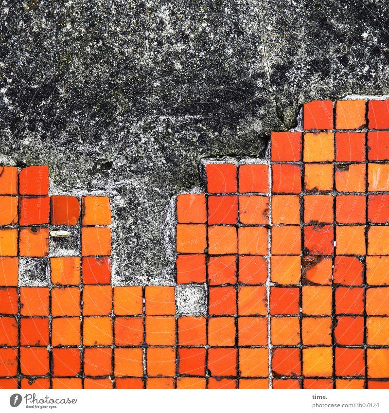alt | Großstadt bei Nacht wand quadrate orange kachel markierung design parallel streifen rot dreckig trashig abgenutzt baustelle kerben oberfläche textur linie
