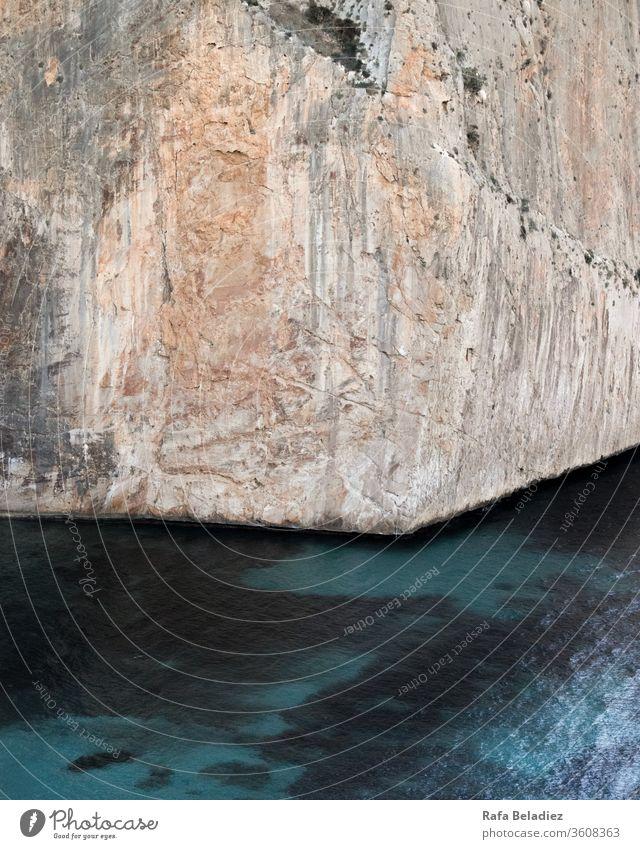 Wunderschöne Klippe bei Sonnenuntergang Küste Meer Felsen Strand Sonnenlicht Wasser Ferien & Urlaub & Reisen Gesteinsformationen Aussehen Natur grün Schatten