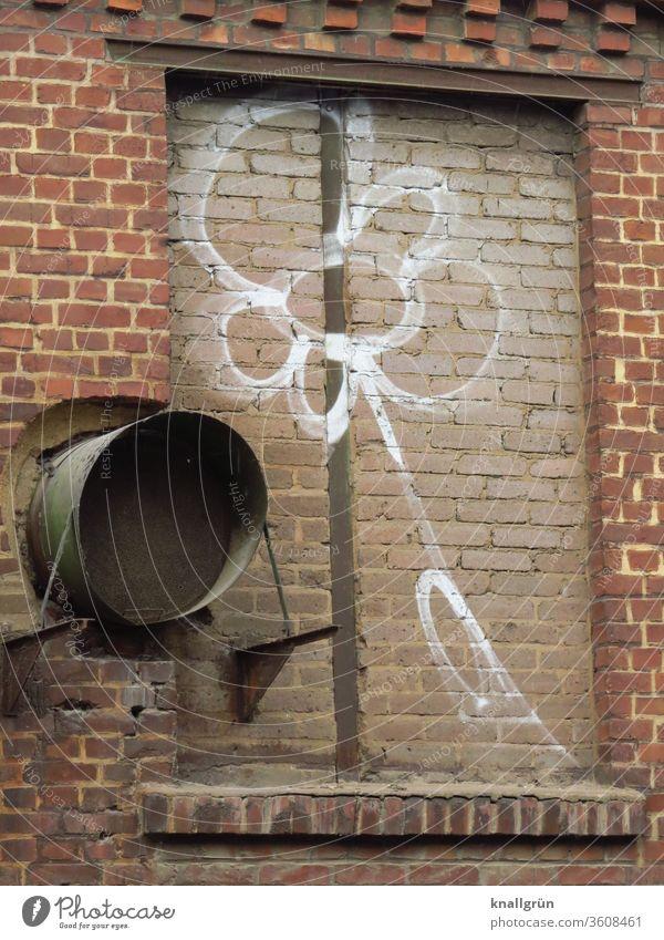 Weißes Blumen Graffiti auf einem zugemauerten Fenster Mauer Wand Kunst Straßenkunst Jugendkultur Ziegelsteine ziegelrot Farbfoto Außenaufnahme Tag Menschenleer