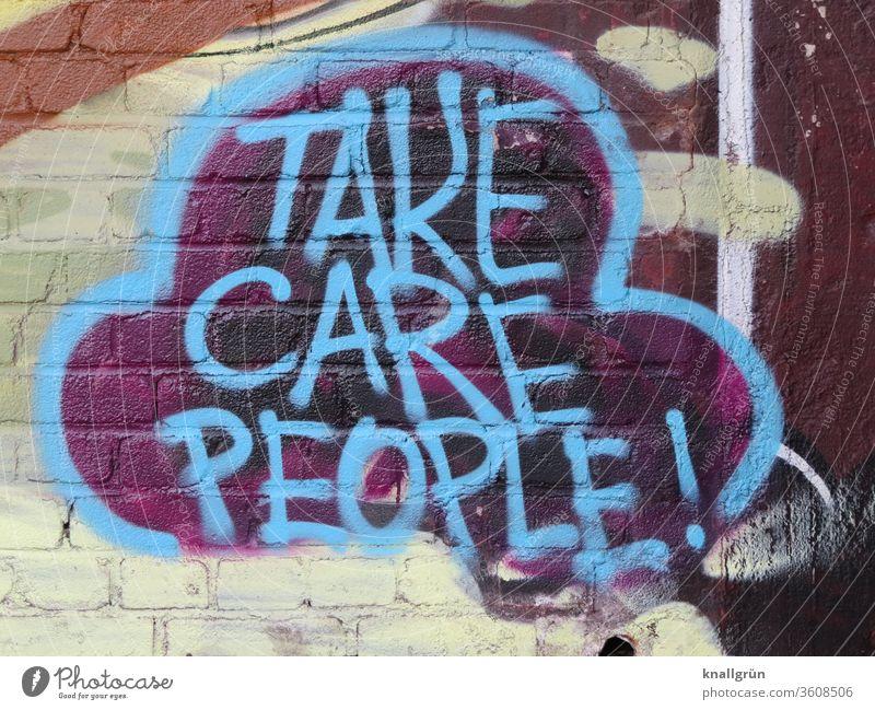 Blaues Graffiti auf einer Ziegelstein Mauer Vorsicht Menschen Lifestyle Gefühle Außenaufnahme Sprechblase bunt Farbfoto Wand Tag Nahaufnahme Straßenkunst Stil