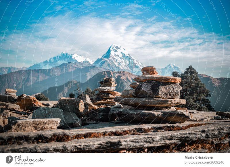 Cairn-Felsformation entlang des Weges zum Annapurna-Basislager im Ghorepani-Poon-Hügel in Nepal trek nach annapurna annapurna-Basislager reiseziel nepal