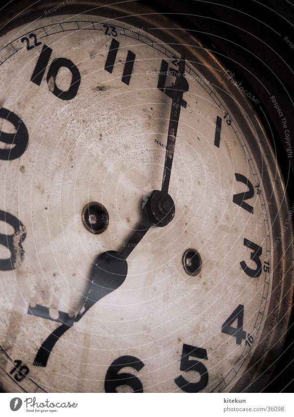 Zurück in die Zukunft alt Zeit Uhr Ziffern & Zahlen Häusliches Leben Sitzung Vergangenheit antik zurück 7 Termin & Datum stagnierend Nachmittag Mittag 19