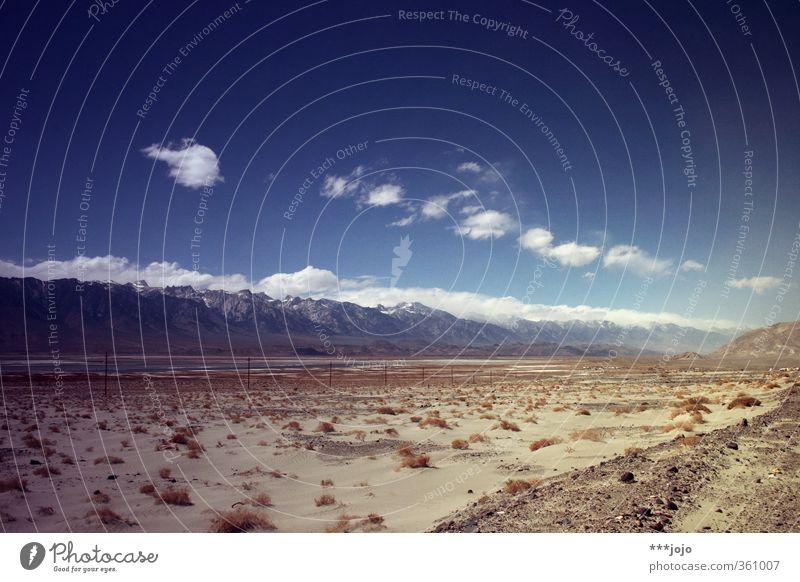 alcalic. Himmel Ferien & Urlaub & Reisen Einsamkeit Landschaft Wolken Berge u. Gebirge Wärme Sand Felsen Horizont Gipfel USA Wüste trocken Schneebedeckte Gipfel