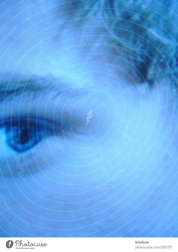 Face/Off auf dem Bildschirm Mann Auge Denken unsicher Bildpunkt vergrößert blaustich