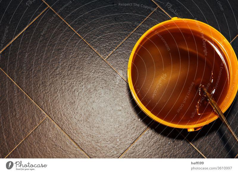 frisch geschleuderter Honig wird geimpft und gerührt Imkerei imkern Honigproduktion ökologischer landbau Honigbiene Lebensmittel Gesundheit Sommer Bienenkorb