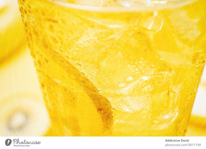 Frischobst-Cocktail mit Strohhalm frisch kalt Erfrischung Zitrone trinken Getränk Kiwi natürlich Frucht Saft Zitrusfrüchte Glas lecker Ernte Atelier