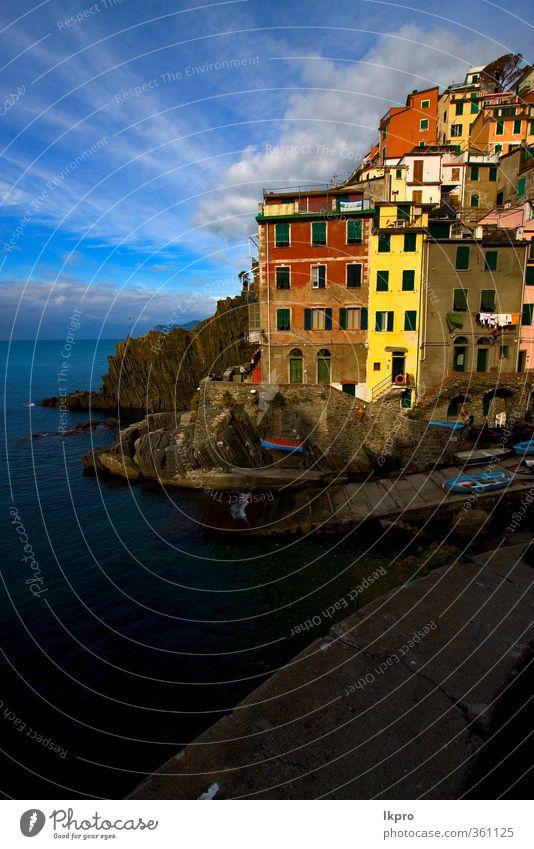 das Dorf Riomaggiore im Norden Italiens, l Meer Berge u. Gebirge Haus Klettern Bergsteigen Natur Himmel Wolken Blatt Hügel Felsen Küste Hafen Terrasse
